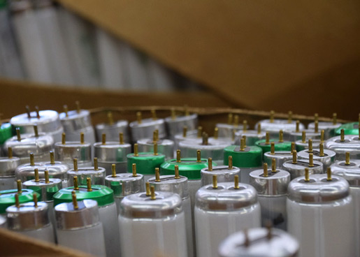 A picture of fluorescent tubes in a box. NLR recycles fluorescent lamps and light bulbs